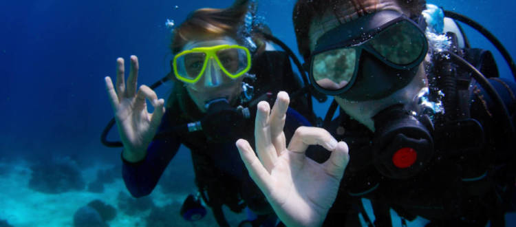 10 Common Scuba Diving Hand Signals